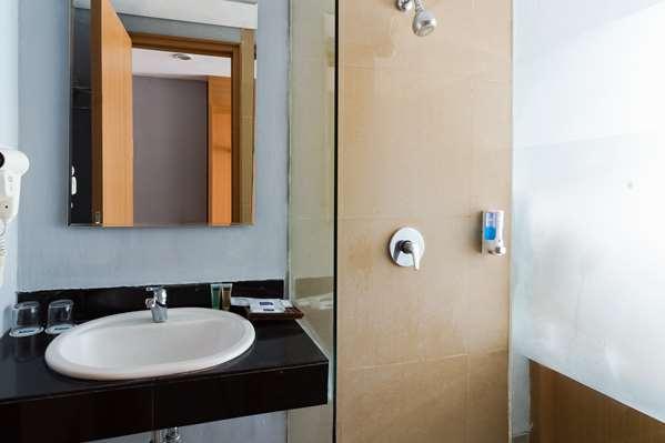 Hotel Kyriad Royal Seminyak Bali - Deluxe Room 1 King Bed