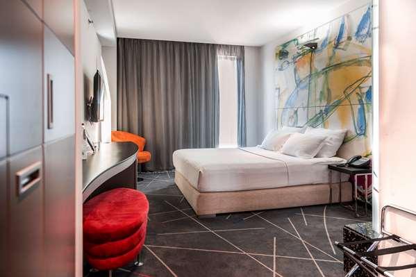 Hotel Golden Tulip Zira Belgrade - Standard Room 1 Queen Bed