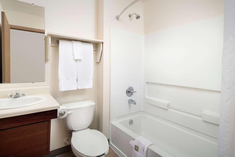 Room - WoodSpring Suites Madison