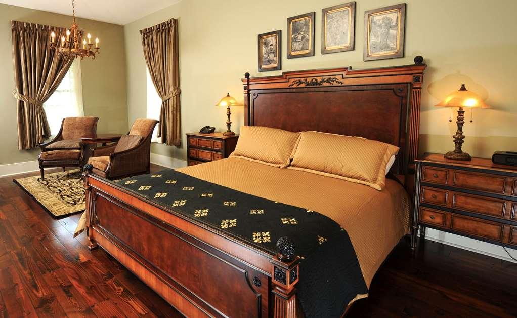 Cottage king bedroom dpi e