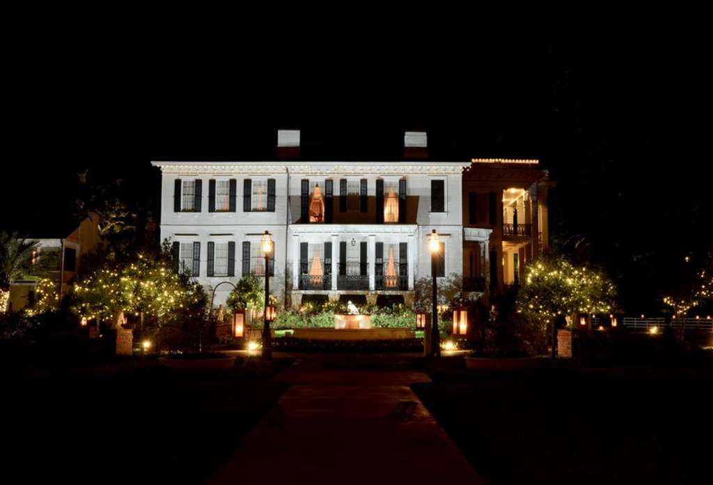Mansion fountain side night Exterior