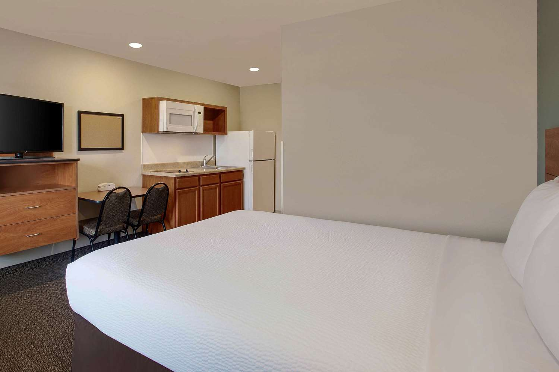 Room - Woodspring Suites Frederick