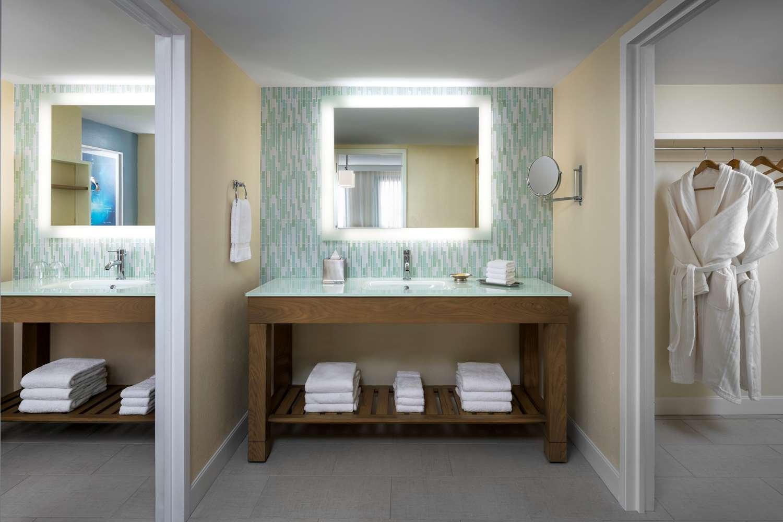 Dolphin Premium King Bathroom