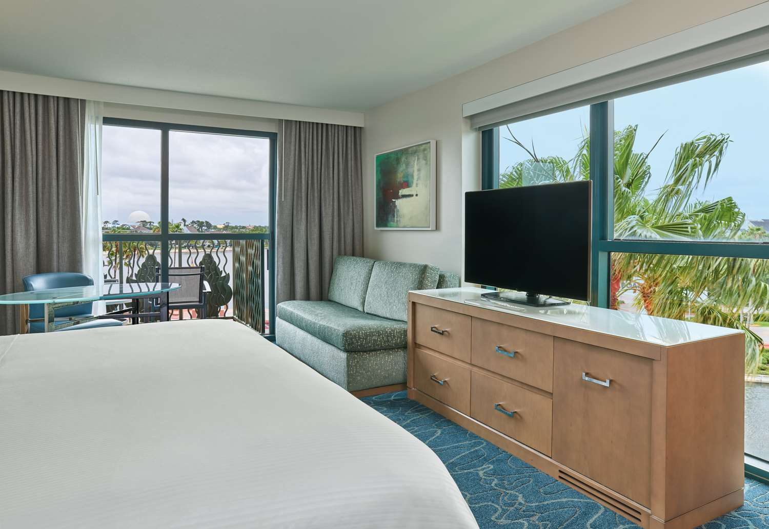 Dolphin Guestroom King Balcony Epcot View Media