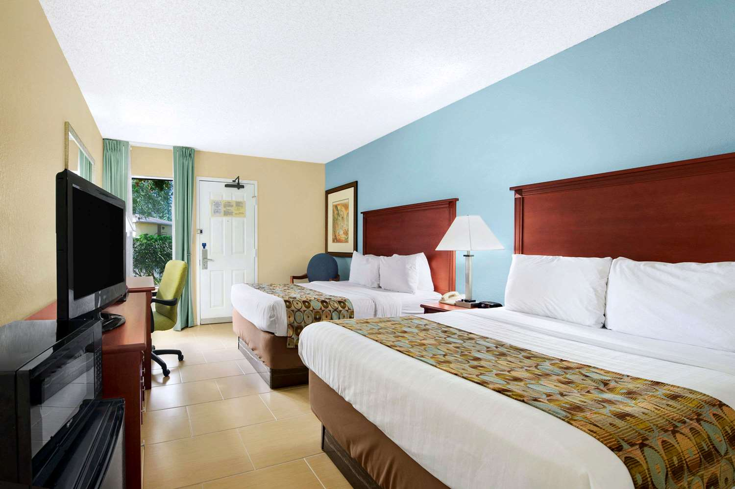 Room - Baymont Inn & Suites Gainesville