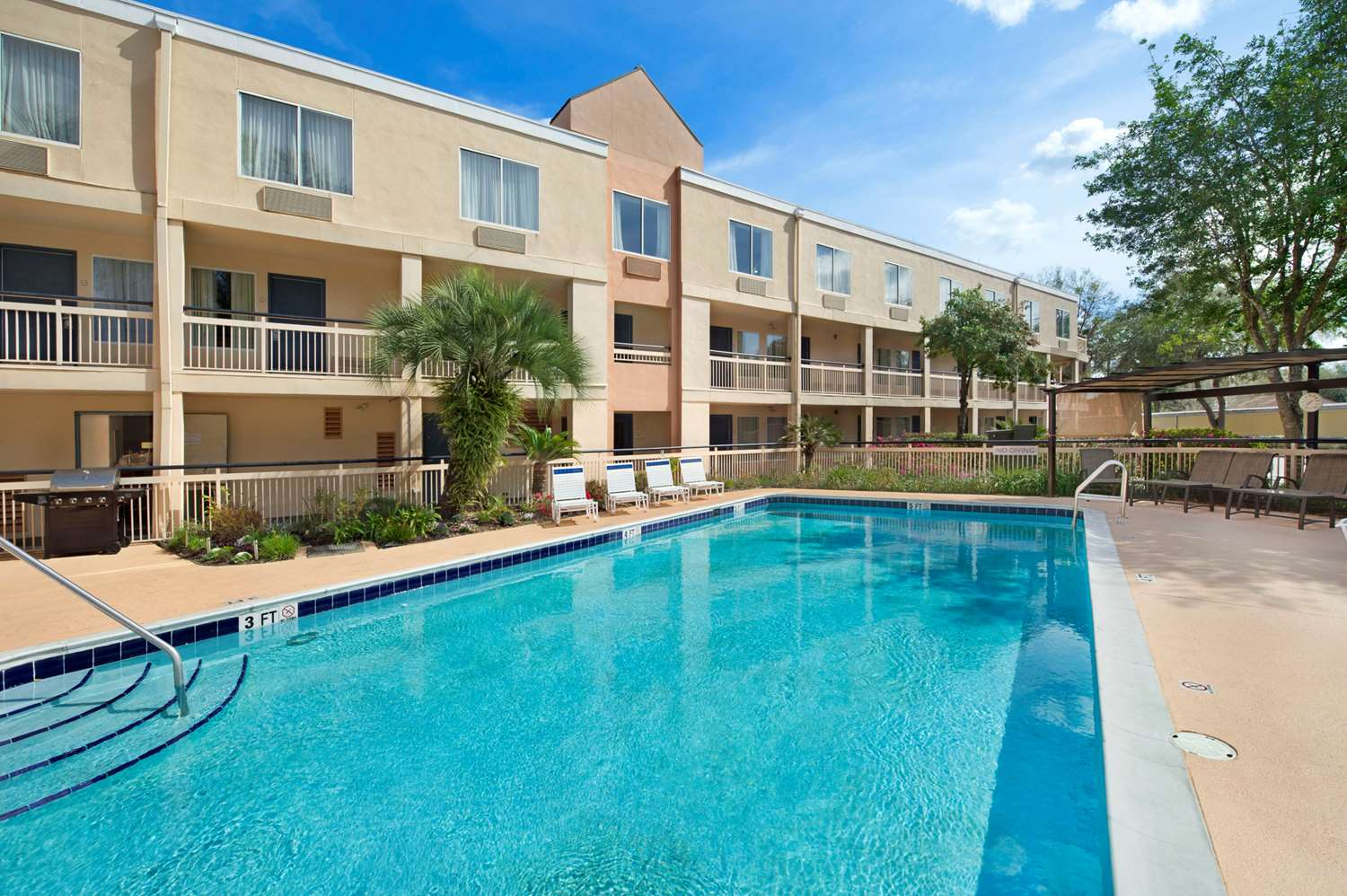 Pool - Baymont Inn & Suites Gainesville