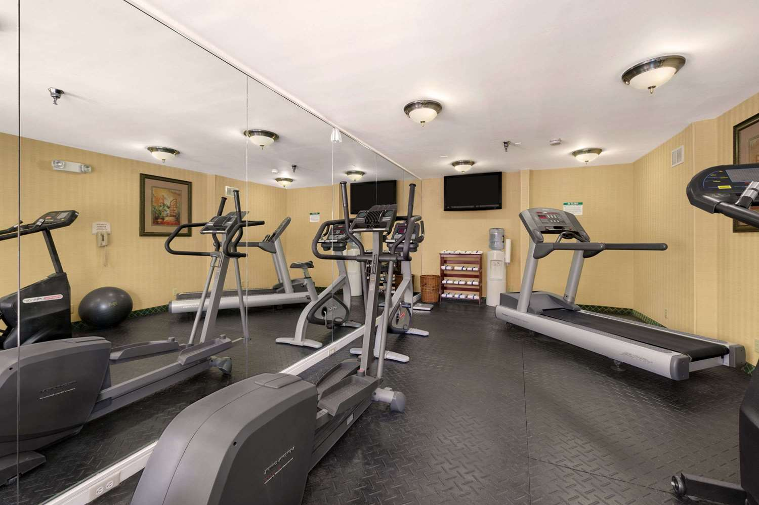 Fitness/ Exercise Room - Baymont Inn & Suites Gainesville