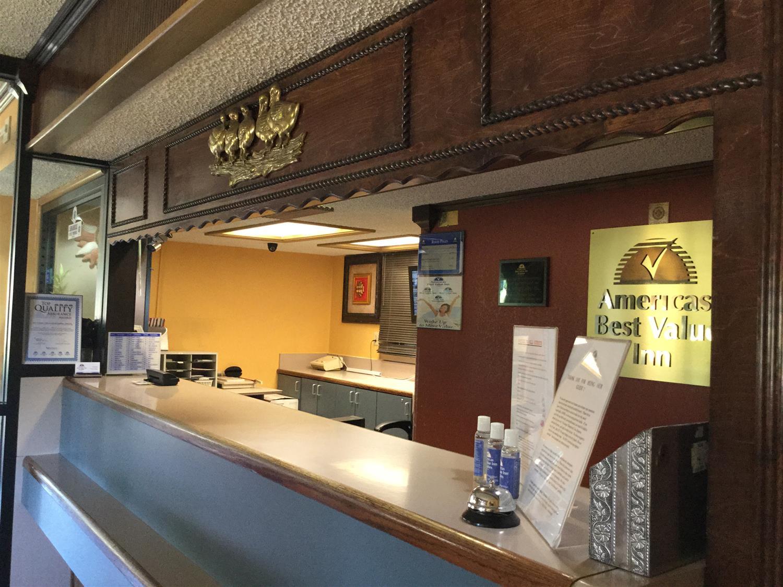Lobby - Americas Best Value Inn & Suites Little Rock