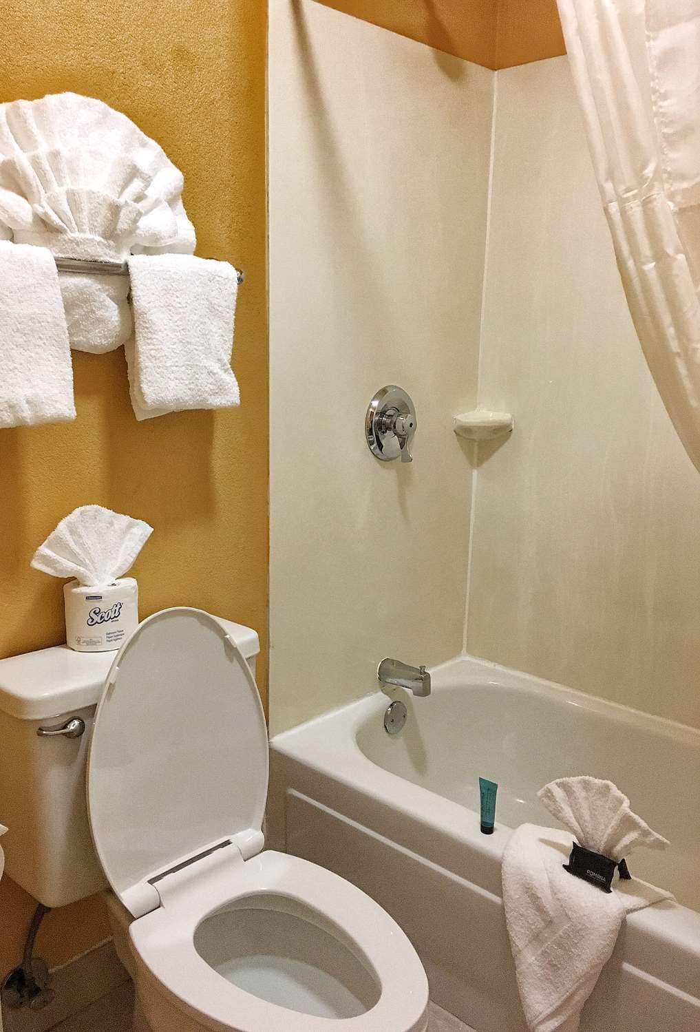 Room - Americas Best Value Inn & Suites Little Rock