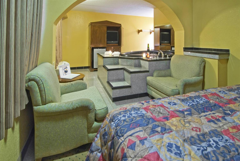 Suite - Americas Best Value Inn & Suites Little Rock