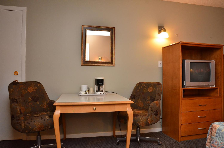 Room - Canadas Best Value Inn Kelowna