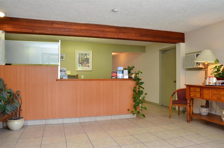 Lobby - Canadas Best Value Inn Kelowna