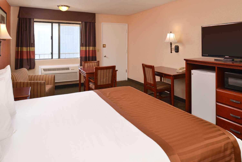 Suite - Americas Best Value Inn & Suites Bakersfield