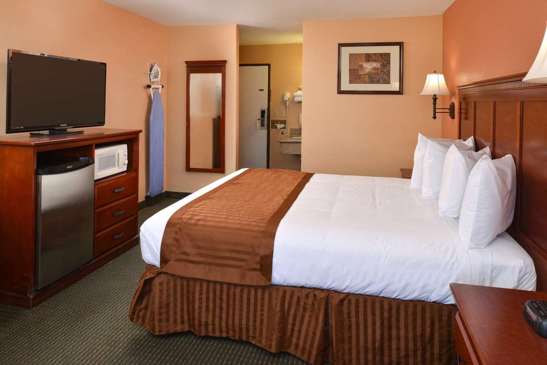 Room - Americas Best Value Inn & Suites Bakersfield