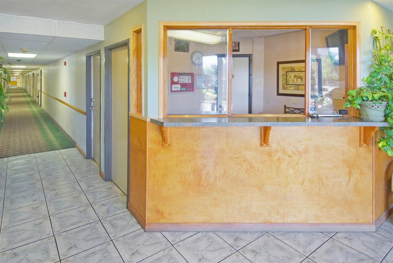 Lobby - Americas Best Value Inn & Suites Bakersfield