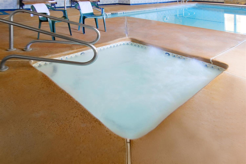 Pool - Americas Best Value Inn & Suites Bakersfield