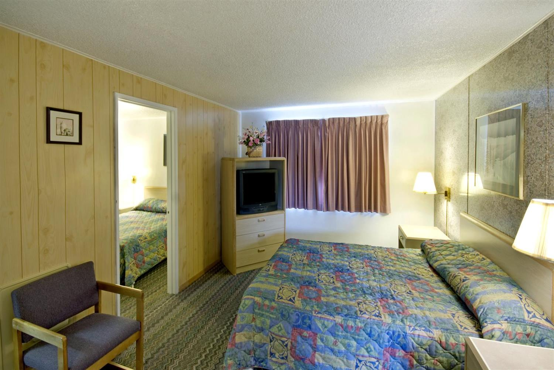 Suite - Americas Best Value Inn & Suites Eureka