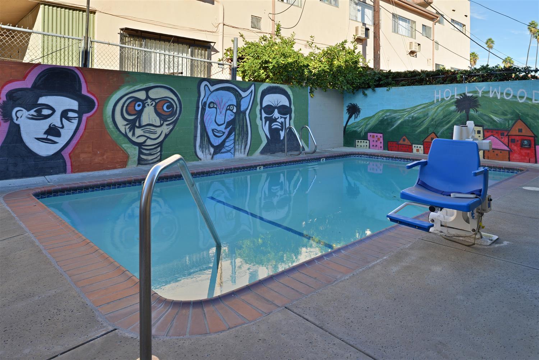 Pool - Americas Best Value Inn Hollywood