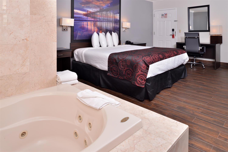 Suite - Americas Best Value Inn Hollywood