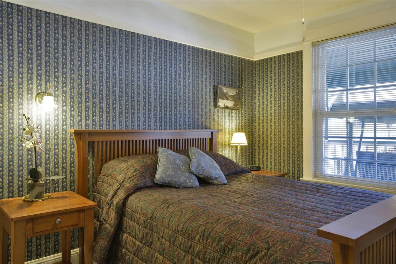 Room - Americas Best Value Inn & Suites Jamestown
