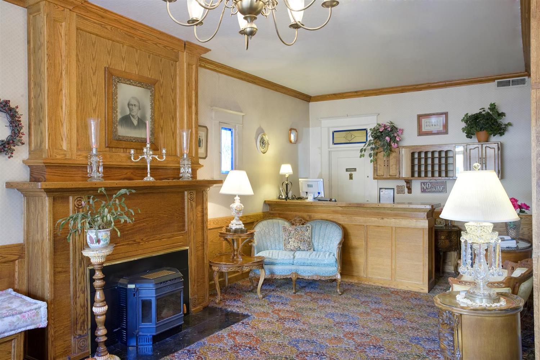 Lobby - Americas Best Value Inn & Suites Jamestown