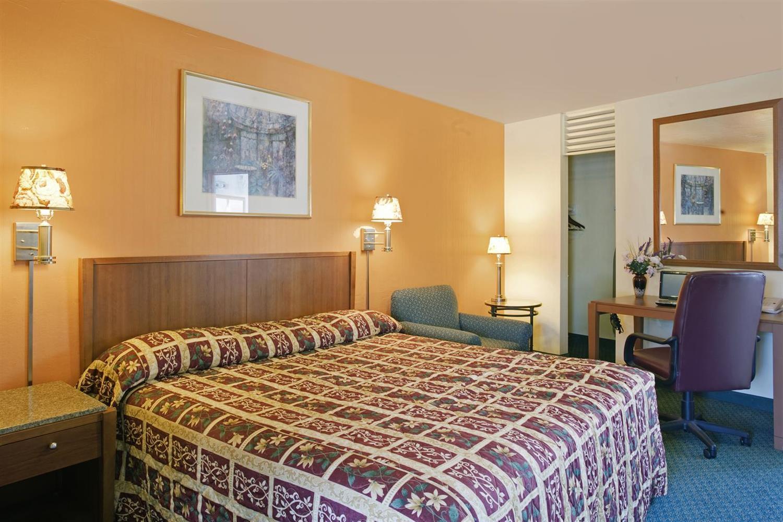 Room - Americas Best Value Inn Livermore