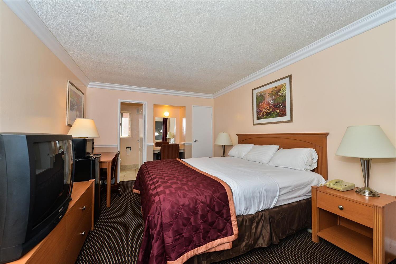 Room - Americas Best Value Inn Oakland