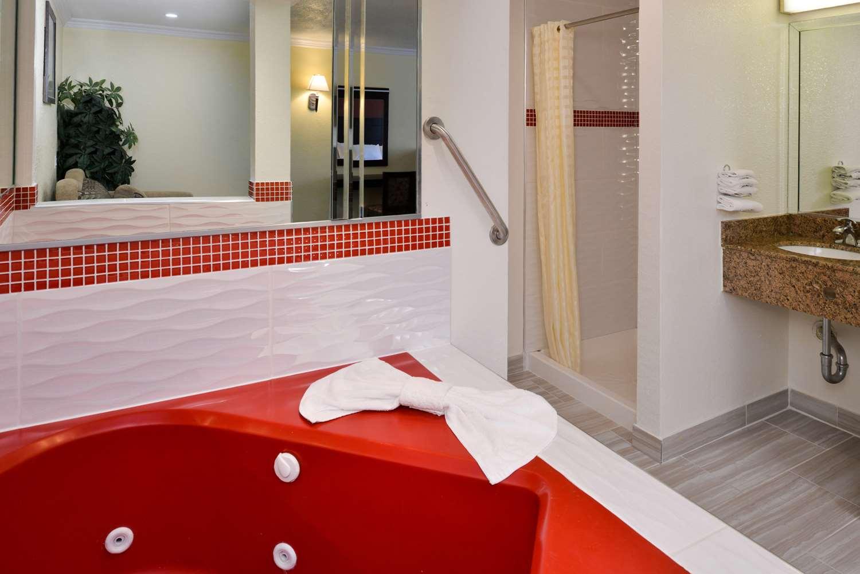 Spa - Americas Best Value Inn Rialto