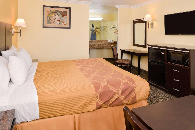 Room - Americas Best Value Inn Rialto