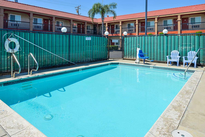 Pool - Americas Best Value Inn Rialto