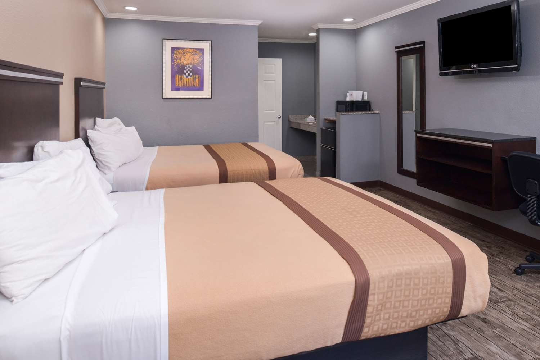 Room - Americas Best Value Laguna Inn & Suites San Juan Capistrano