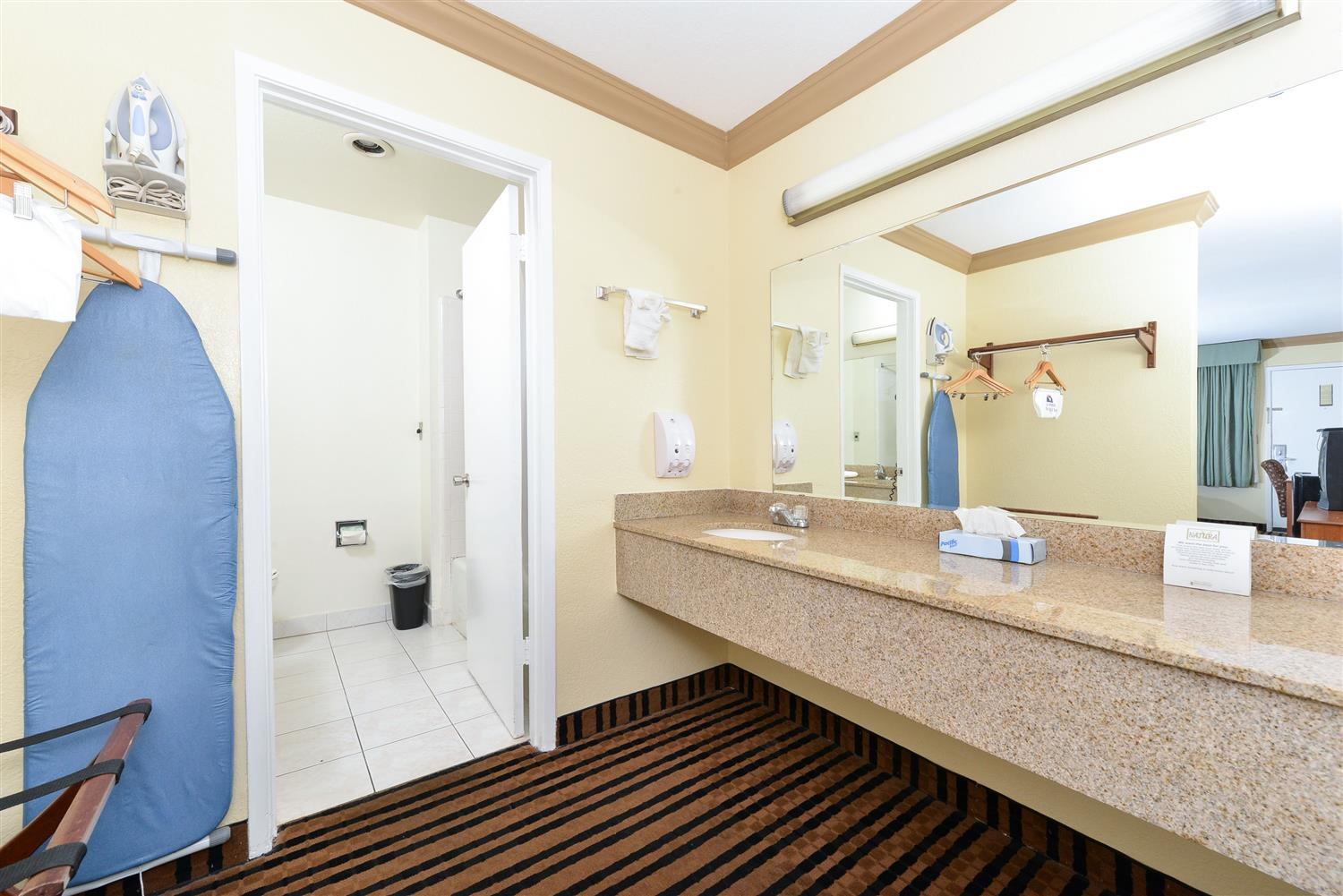 Room - Americas Best Value Inn & Suites Vacaville