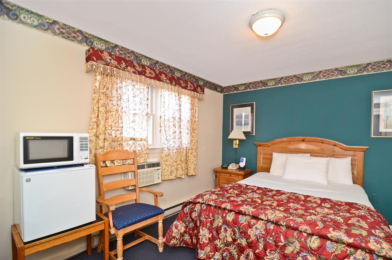 Room - Americas Best Value Inn Stonington