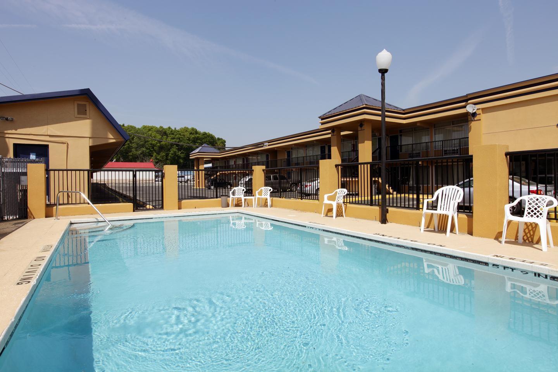 Pool - Americas Best Value Inn Alachua