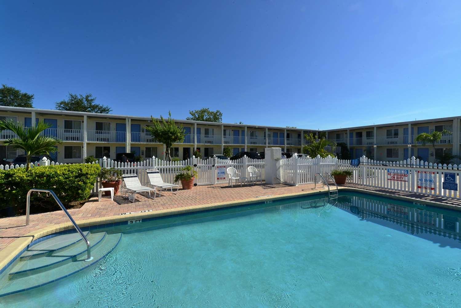 Americas best value inn east bradenton fl see discounts - Public swimming pools sarasota fl ...