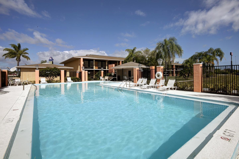 Pool - Americas Best Value Inn Fort Pierce