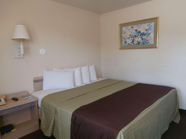 Room - Americas Best Value Inn Lake City