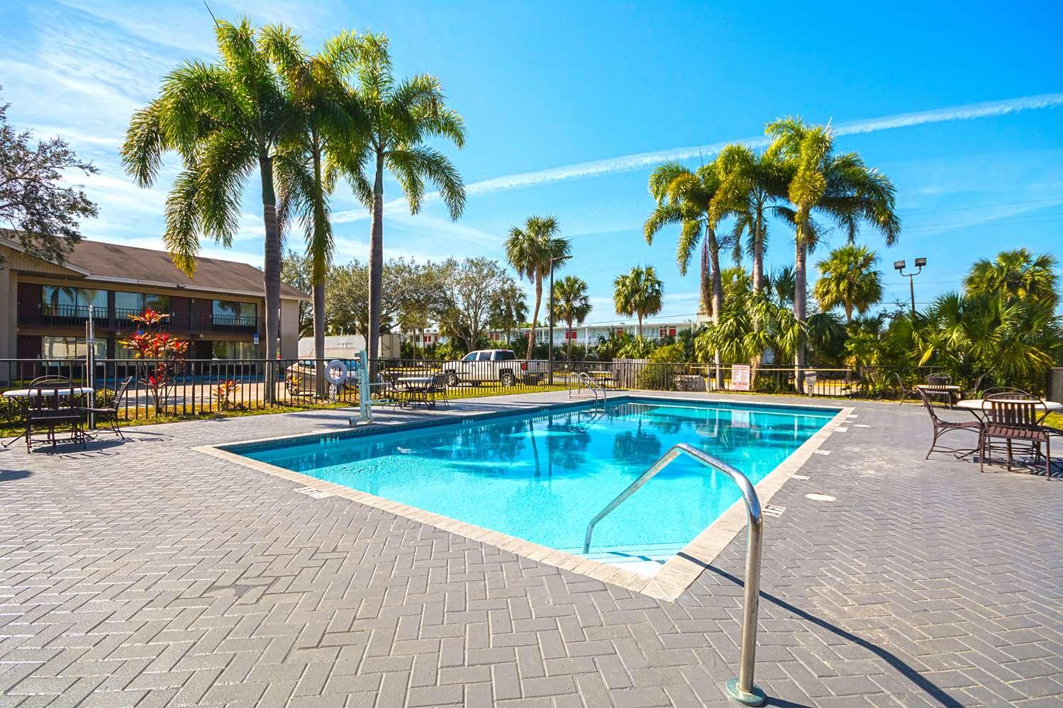 Pool - Americas Best Value Inn & Suites West Melbourne
