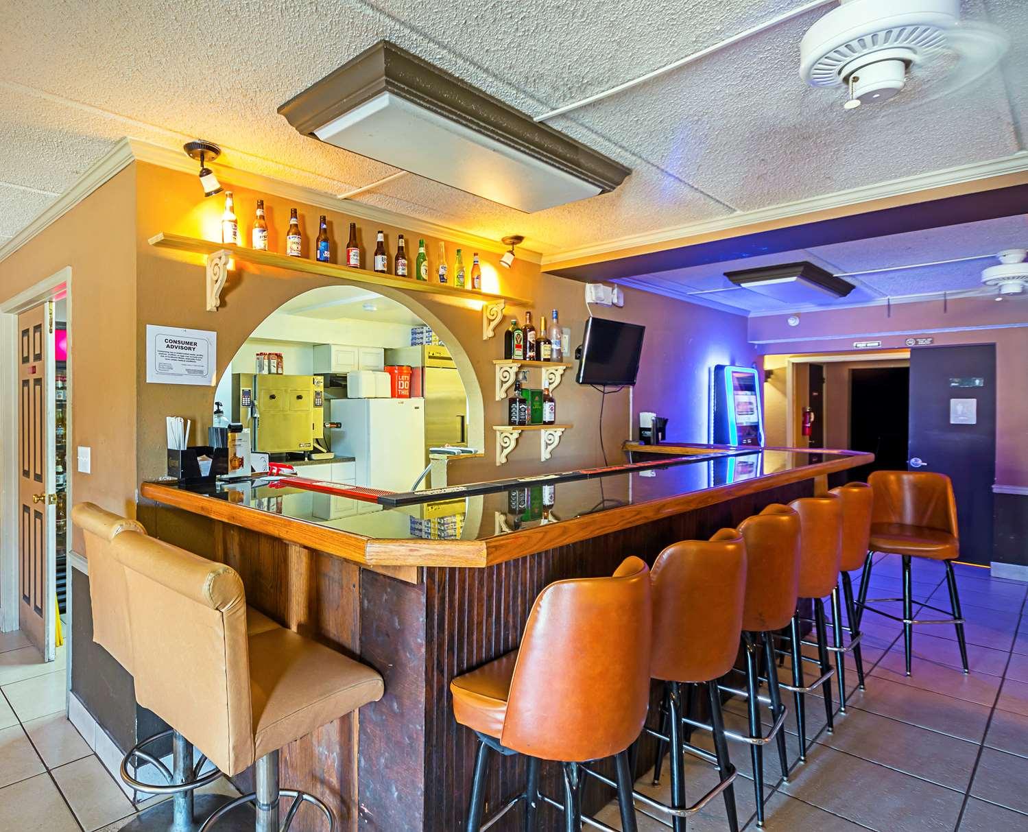 Bar - Americas Best Value Inn & Suites West Melbourne