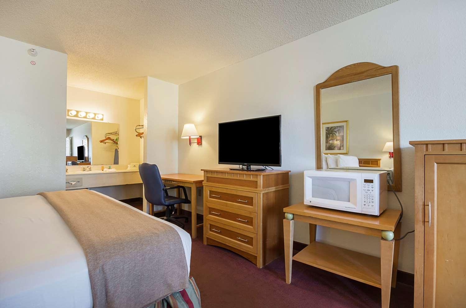 Suite - Americas Best Value Inn & Suites West Melbourne