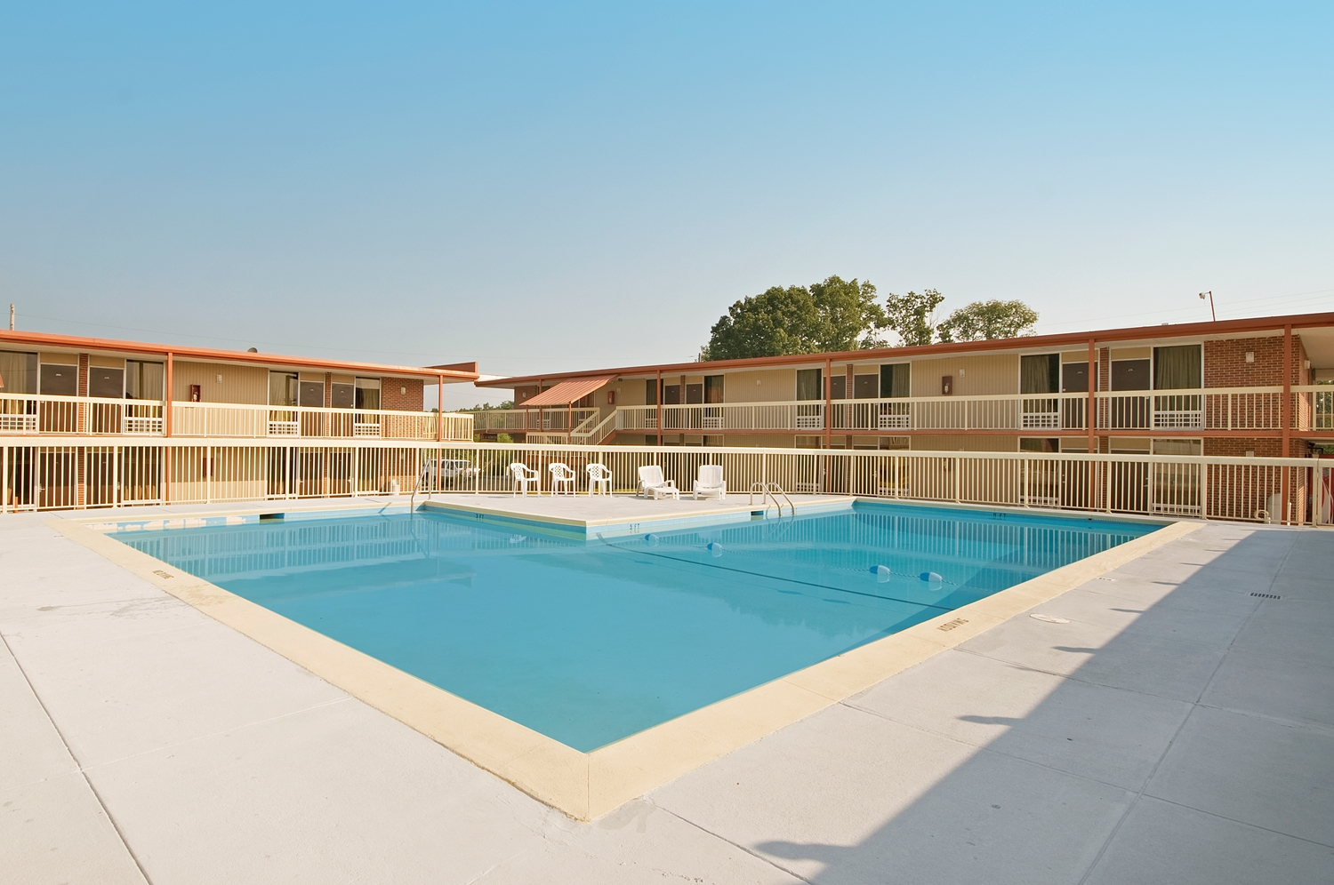 Pool - Americas Best Value Inn & Suites Dalton