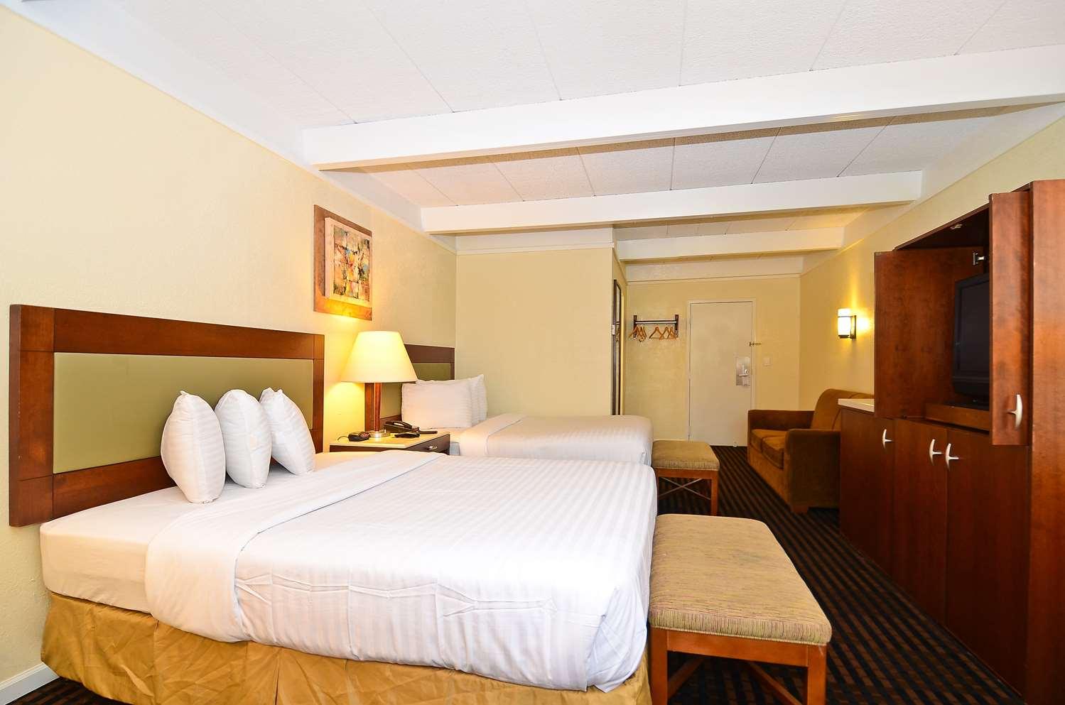 Room - Lexington Inn & Suites Elgin