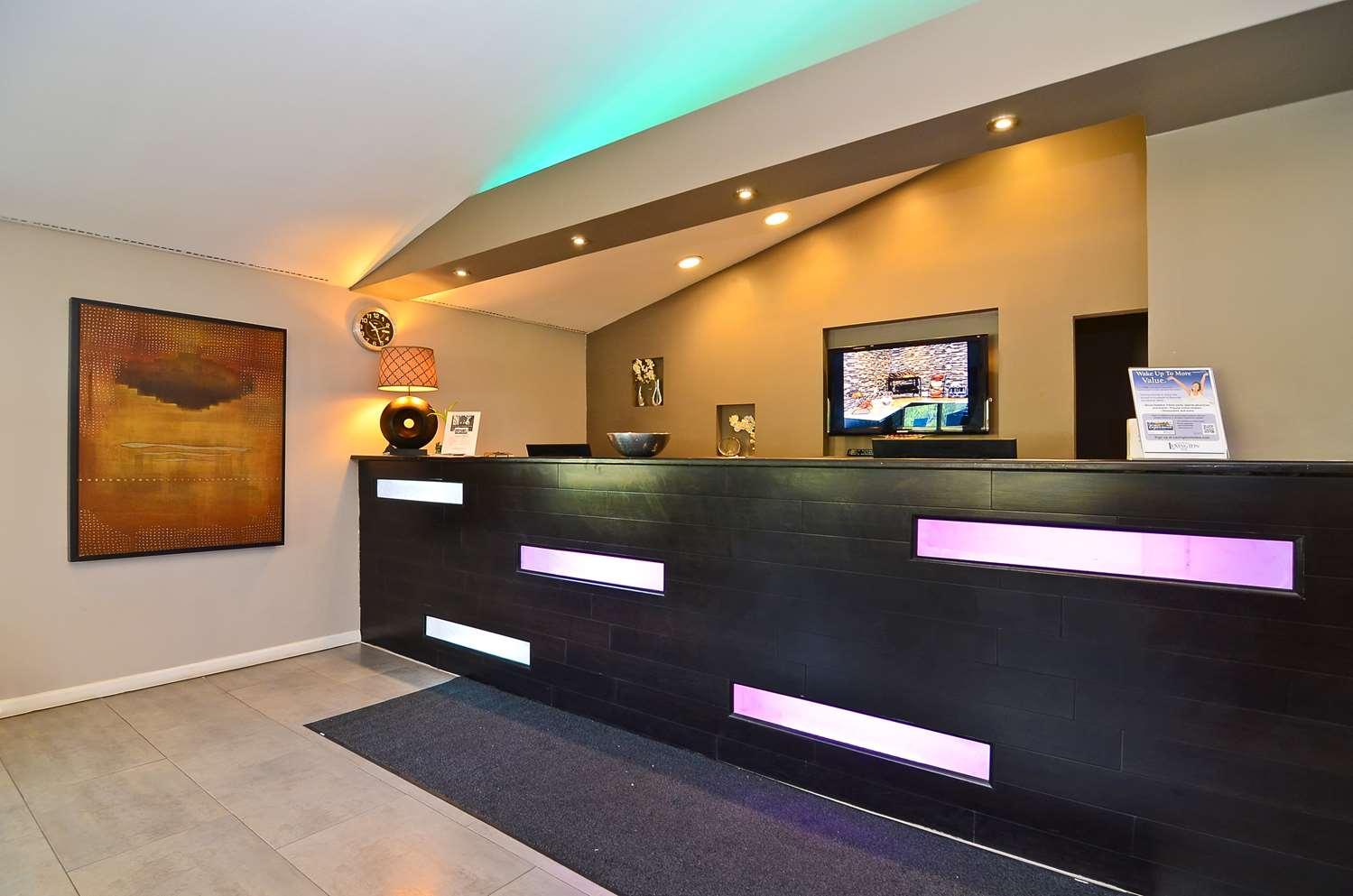Lobby - Lexington Inn & Suites Elgin