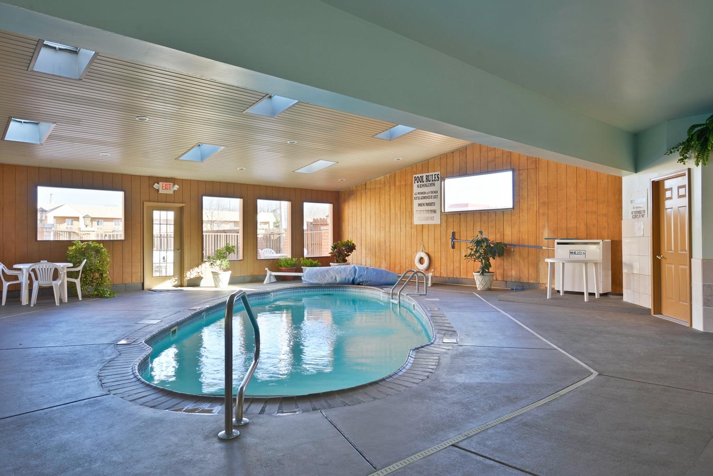 Pool - Americas Best Value Inn Marion