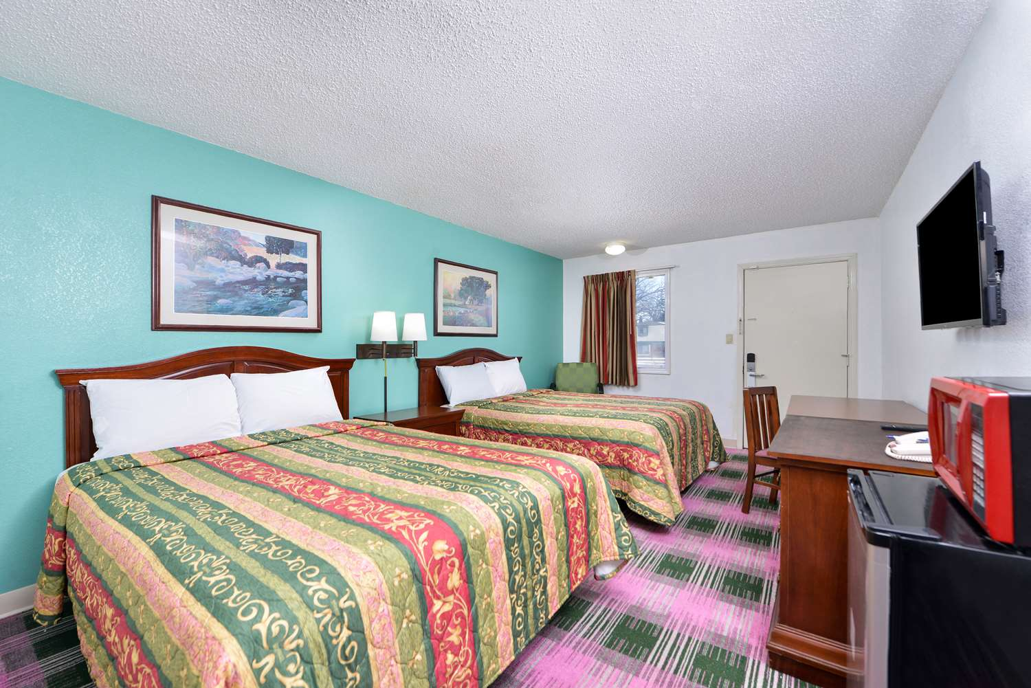 Room - Americas Best Value Inn UINDY Indianapolis