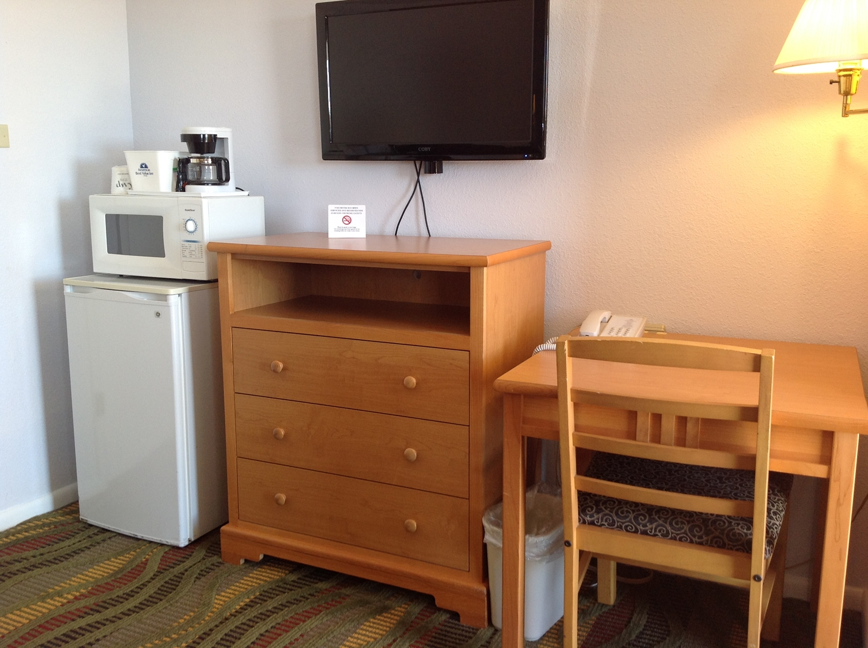 Room - Americas Best Value Inn Belleville