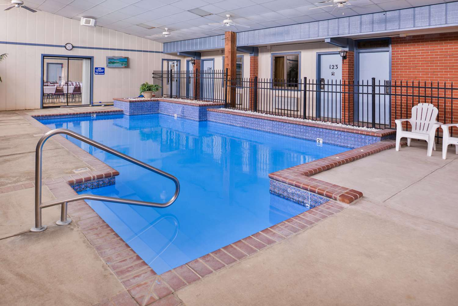 Pool - Americas Best Value Inn Ellsworth