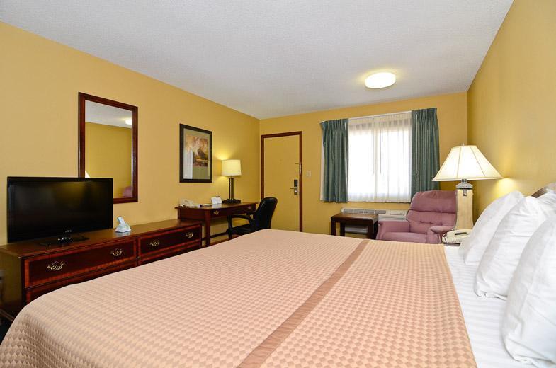 Room - Americas Best Value Inn Iola