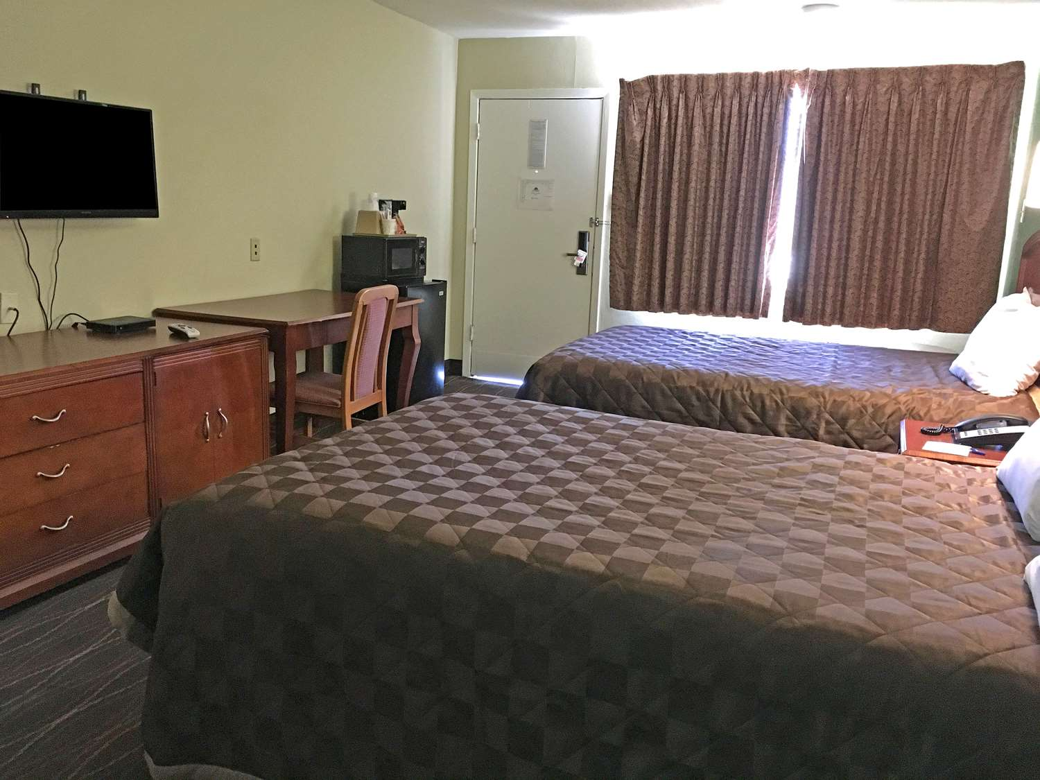 Room - Americas Best Value Inn Alexandria