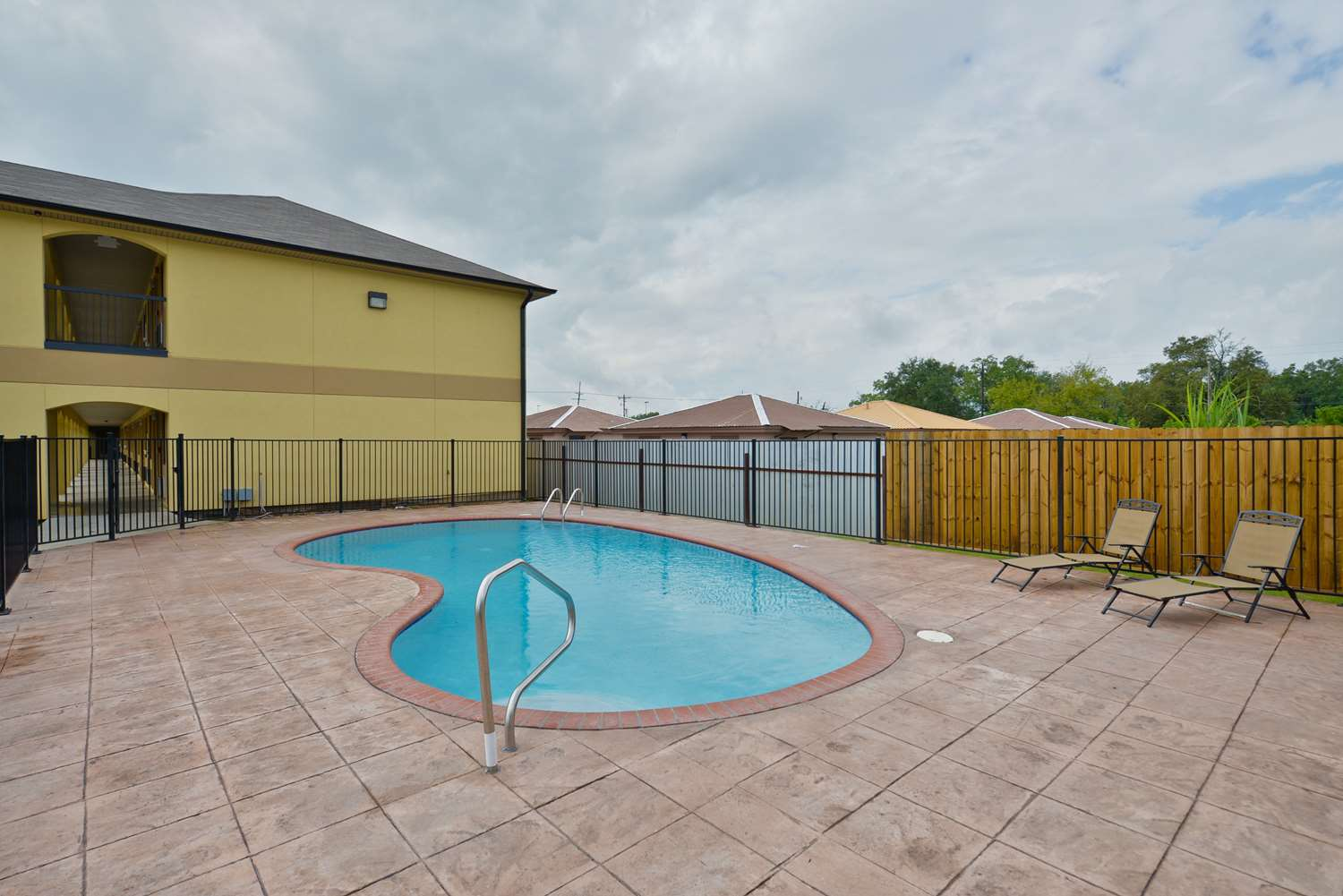 Pool - Americas Best Value Inn & Suites Broad Street Lake Charles